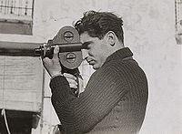 Robert Capa - Fotó: Gerda Taro - Forrás: Wikipédia