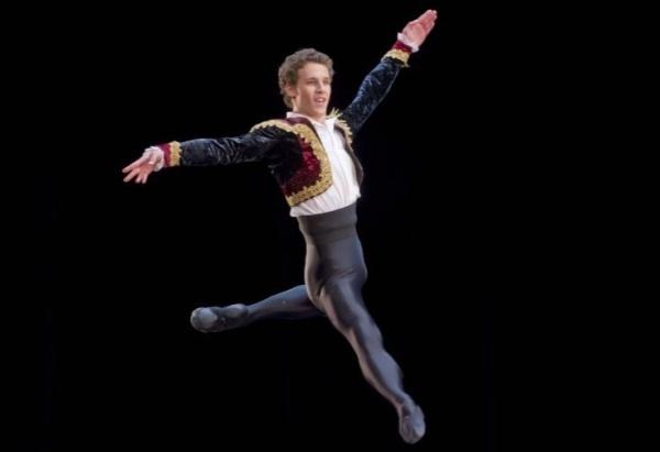 Rónai András magyar balettművész fellép a Helsinki Nemzetközi Balettversenyen a Finn Nemzeti Operaházban.(MTI/EPA/Markku Ojala)