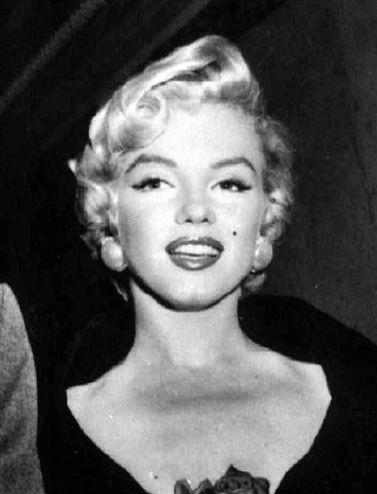 1954-ben, esküvője napján készült felvétel Marilyn Monroe színésznőről (MTI/UPI)